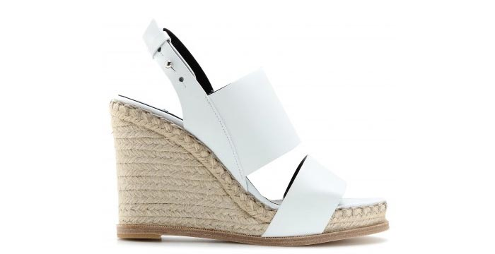 Zomer musthave: Balenciaga wedges. Alles over deze te gekke Balenciaga wedges, een echte zomer musthave voor 2014. Clean, simpel en wit.