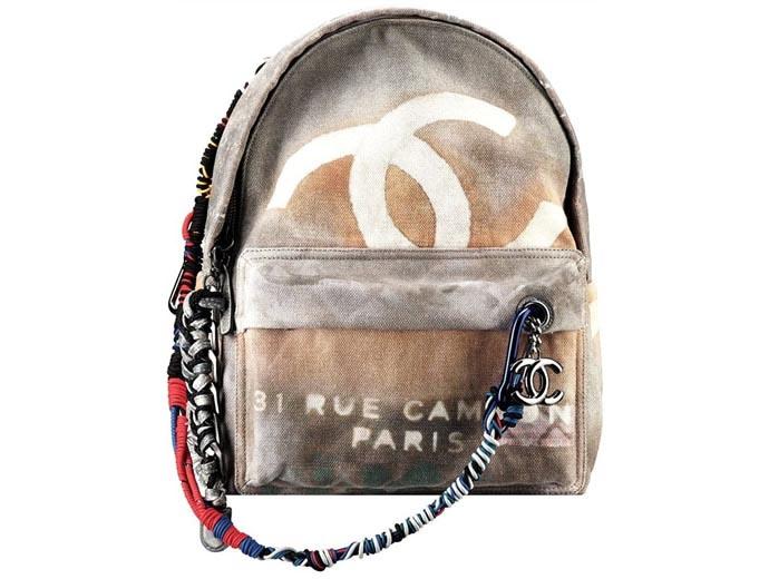 De Chanel backpack collectie is onweerstaanbaar. Ontdek hier de hele musthave Chanel collectie inclusief prijzen en afbeeldingen.