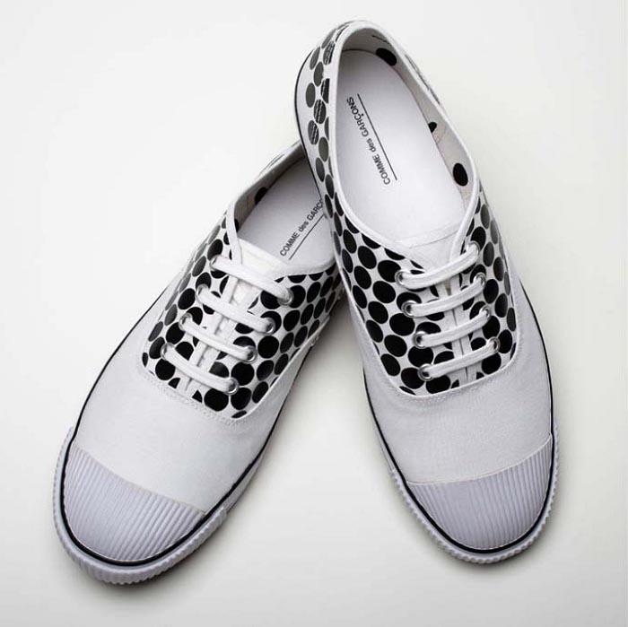 Comme des Garçons x Bata Tennis: schoenencollectie. Alles over de schoenencollectie en samenwerking tussen Comme des Garçons x Bata. Ontdek alles hier.