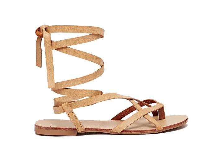 Budget vs. luxe: Gladiator Sandalen. Schoenen sandalen en meer. Luxe en budget items: gladiator sandalen zijn helemaal hot en happening voor de mode en lente van 2015.