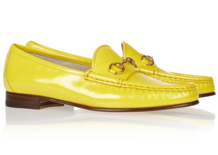 Zomerse luxe: Gucci loafers. Schoenen, loafers en meer van Gucci. Horsebit details en kwastjes op verschillende kleuren loafers van Gucci. Ontdek alles hier.