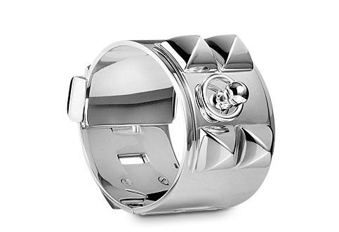 Hermès armband prijs. Alles over de Hermès armband prijs. Bekijk hier de verschillende armbanden van het Franse modehuis en de bijbehorende prijzen.