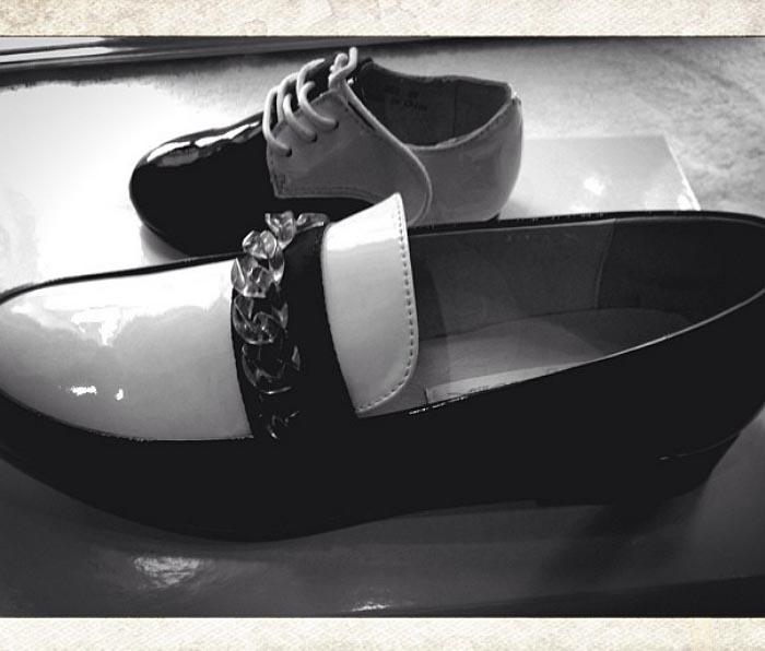 Instaglam: Beyonce en Blue Ivy's nieuwe schoenen van Kathryn Wilson. Bekijk hier de aankoop van Beyonce en Blue Ivy van designer Kathryn Wilson.