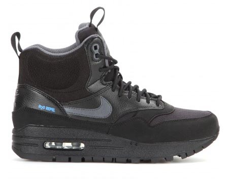 Nike Air Max Sneakerboots: do of don't? Lees hier alles over de Nike Air Max Sneakerboots: do of don't? Verkrijgbaar in het zwart. Shop deze musthave nu.