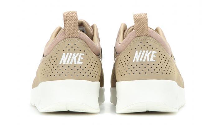 Nike Air Max Thea beige leren sneakers. Bekroond tot fashion musthave: deze Nike Air Max Thea beige leren sneakers zijn helemaal te gek. Shop ze nu!