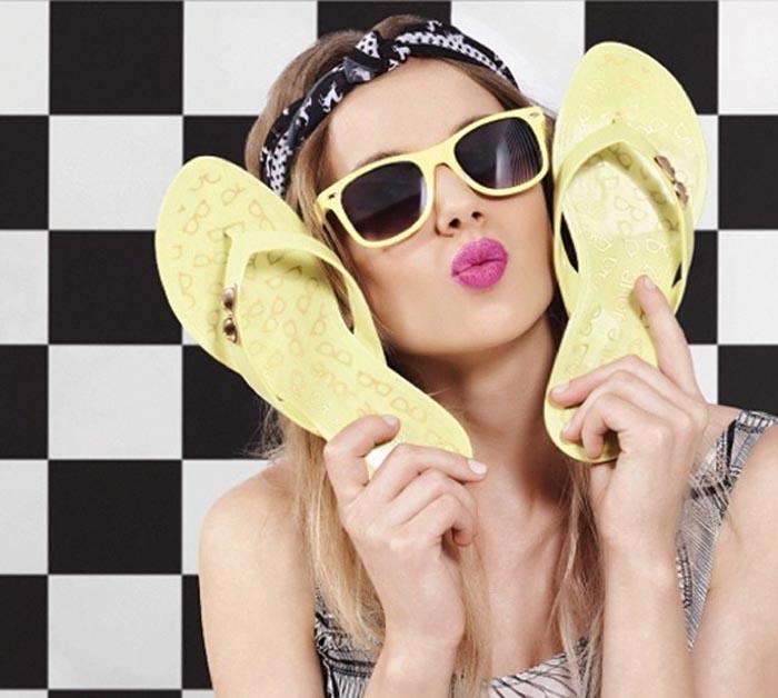 Alles over Petite Jolie. Lees hier alles over schoenenmerk Petite Jolie. Een super leuk label dat druk bezig is Nederland te veroveren. Ontdek hier!