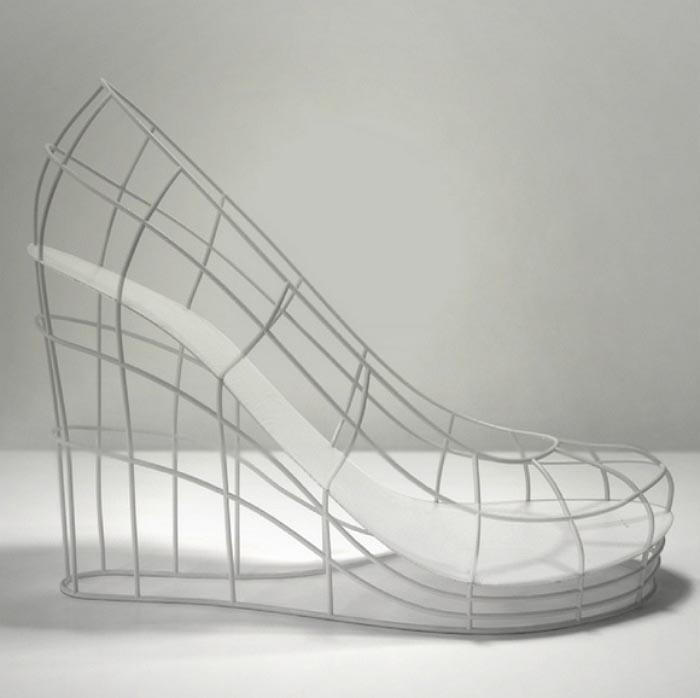 De 12 schoenen van Sebastian Errazuriz geinspireerd op 12 ex vriendinnen. Bekijk hier de schoenencollectie van Sebastian Errazuriz over 12 exen!