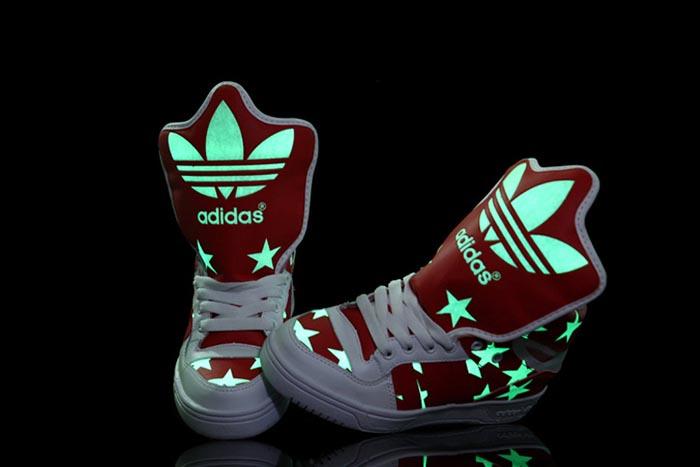 Adidas Jeremy Scott sneakers. Nieuwe musthave, Adidas Jeremy Scott sneakers gouden wings. Vanaf 31 oktober 2014 verkrijgbaar. Shop nu.