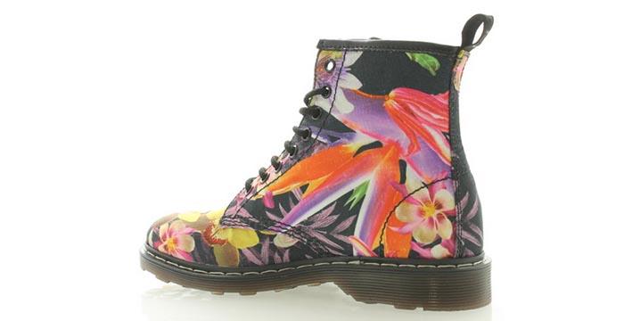 Dr. Martens flower boots, een echte musthave voor 2014. Bekijk deze gave Dr. Martens flower boots. Laat je inspireren door de kleurrijke bloemenprint.