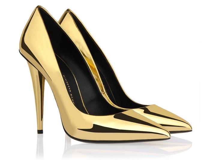 Christmas picks van Giuseppe Zanotti. Leees hier alle Christmas picks van Giuseppe Zanotti: high heels, booties, bling bling, glitter & glamour!