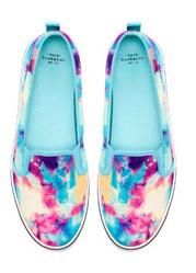 Shoppen bij Zara: vrolijke sneakers met print. Lees alles over shoppen bij Zara. Koop hier een paar vrolijke sneakers met print! Ontdek hier!