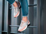 vrouw sneaker