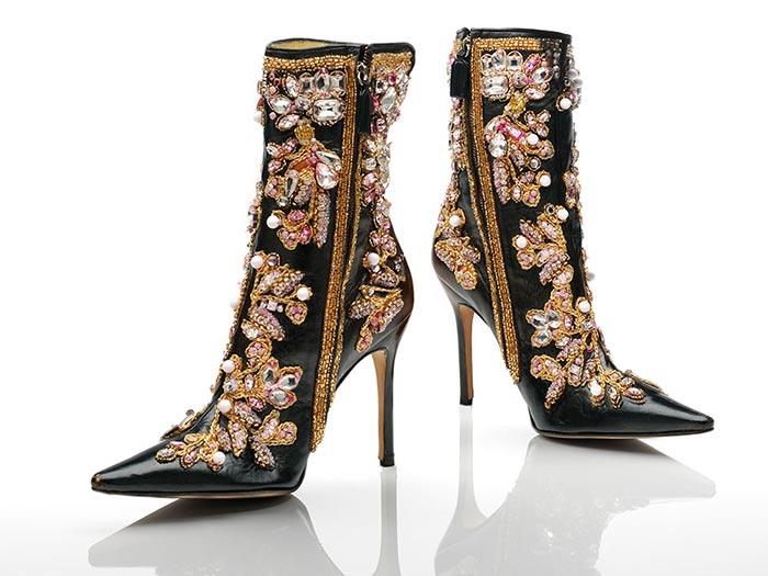 Schoenen expositie in het Victoria and Albert Museum. Alles over de expositie van extreme schoenen in het Victoria and Albert museum zomer 2015.