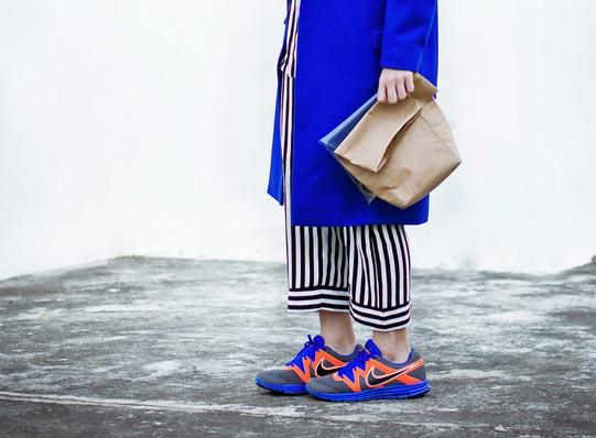 Vrouwen en schoenen: hoge hakken en sneakers. Lees hier alles over vrouwen en hun schoenen. Maar ook alles over hoge hakken en sneakers.