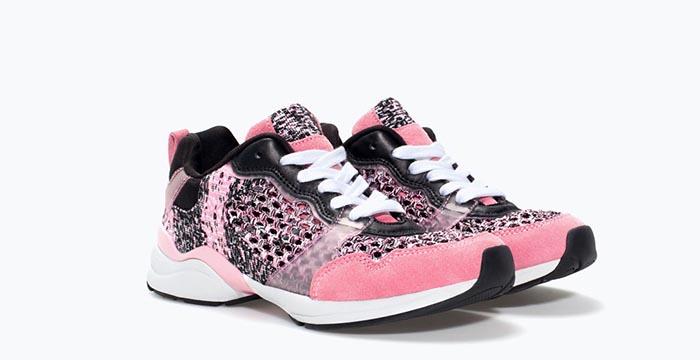 Chanel sneakers vs. Zara sneakers: look a like gespot bij Zara. Bekijk en vergelijk deze Chanel sneakers en de Zara sneakers.